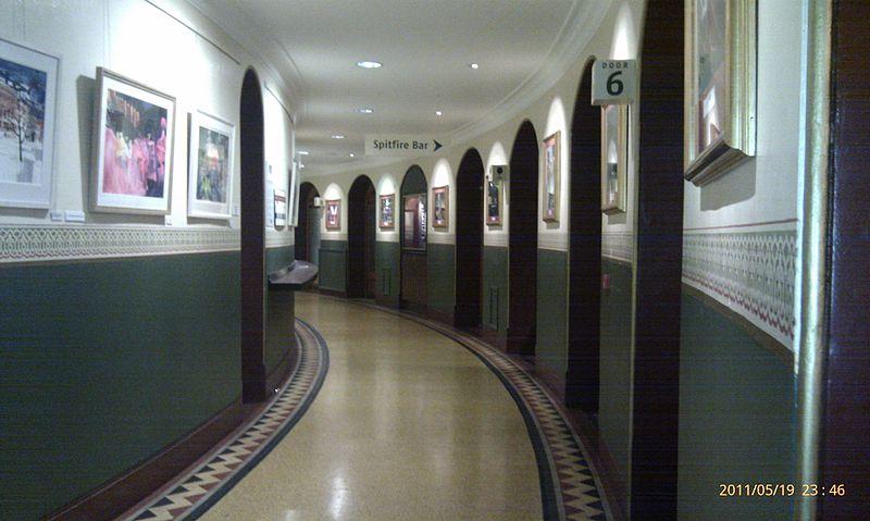800px-Amphi_Corridor_Royal_Albert_Hall